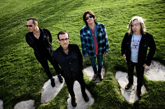 STONE TEMPLE PILOTS with CHESTER